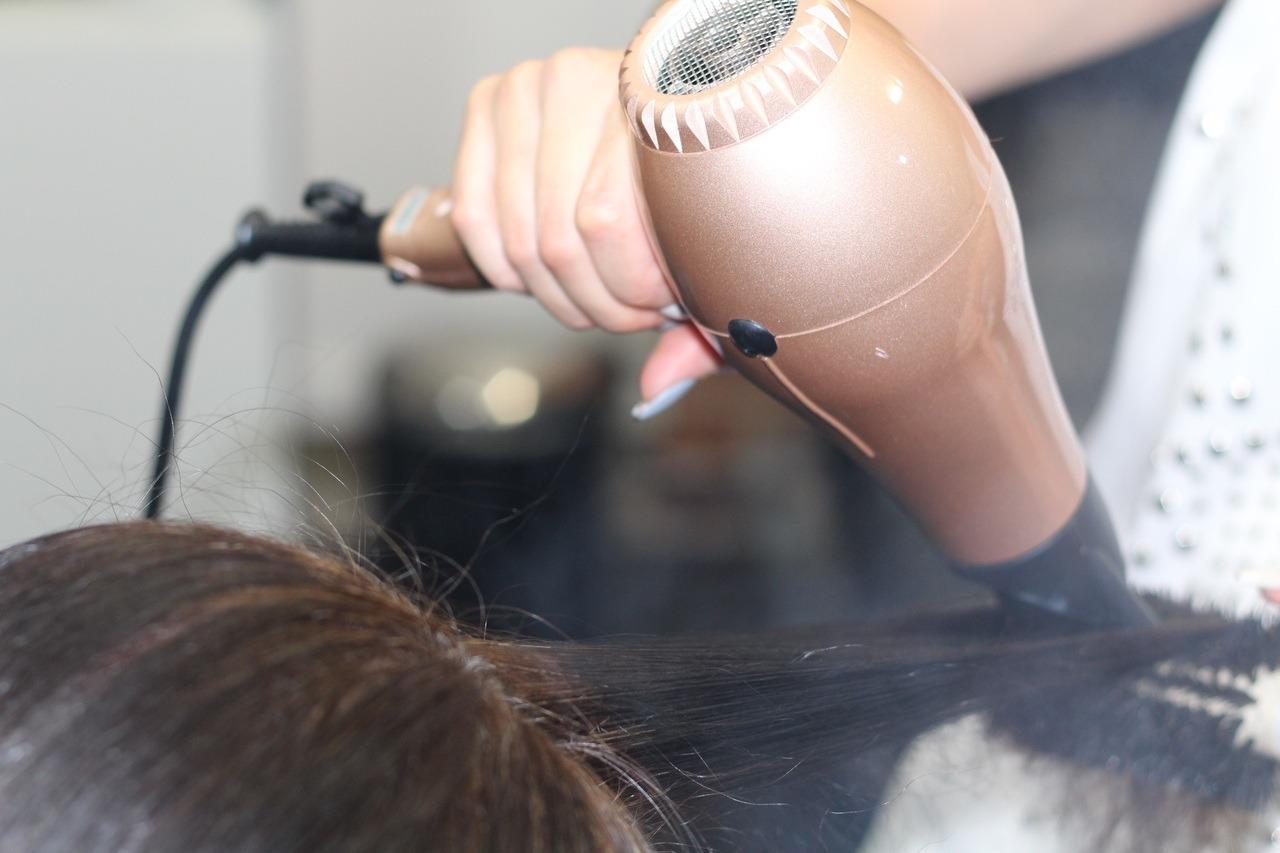 Séchage de cheveux en cours