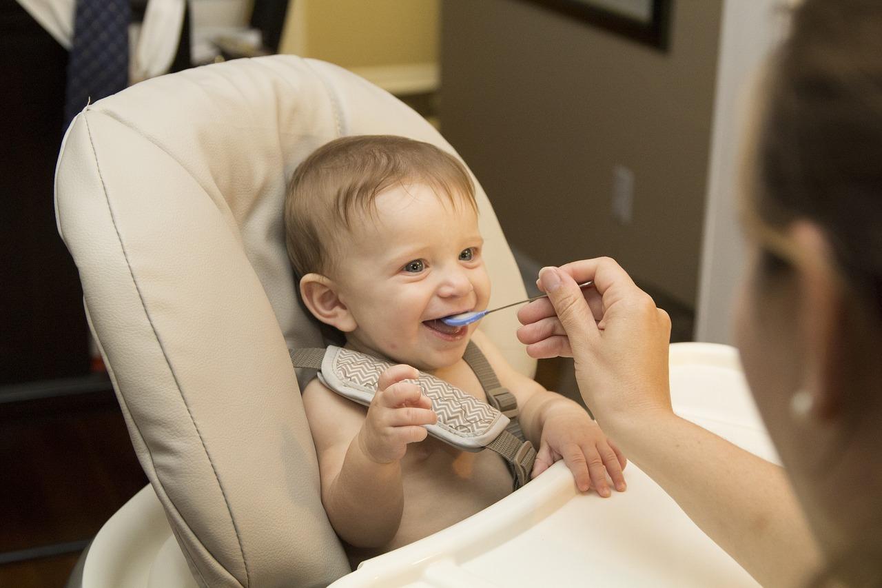 Bébé en train de manger